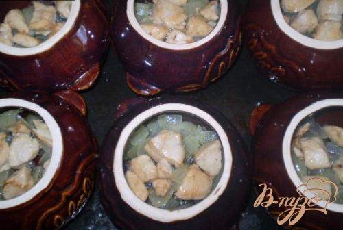 Картофель с грибами и курицей в горшочке