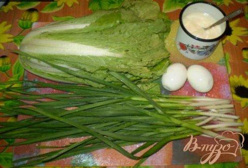 Пекинская капуста с яйцами и зеленым чесноком