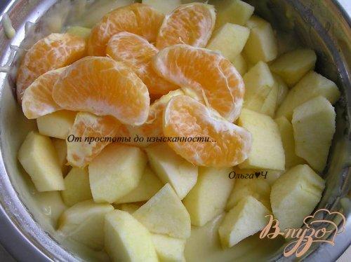 Шарлотка с яблоками и мандарином