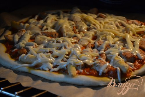 Пицца с куриным мясом и белой спаржей