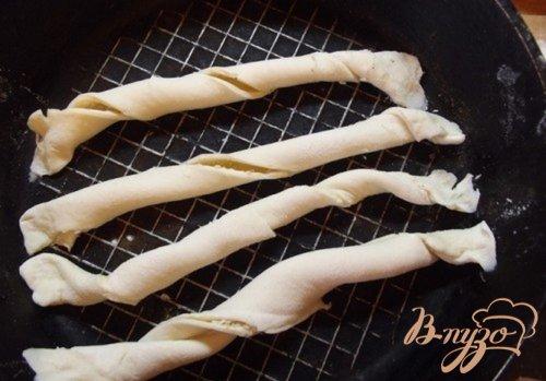 Сырные и кунжутные палочки