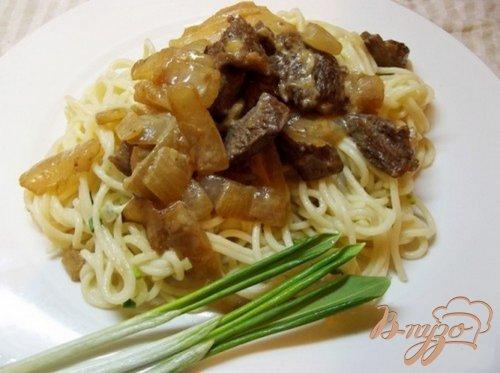 Спагетти с черемшой тушеным мясом