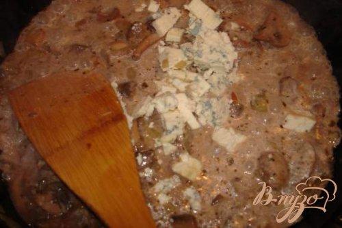 Блины с грибами и голубым сыром