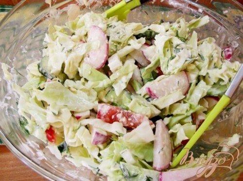 Салат овощной с оригинальным соусом
