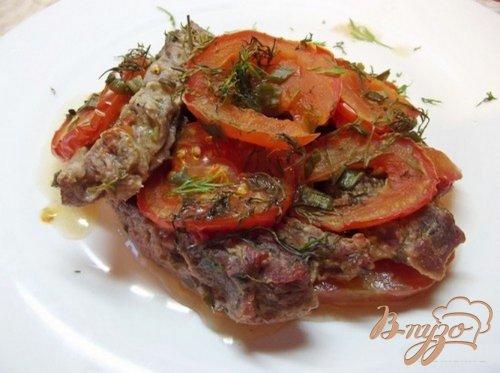 Мясо запеченное с помидорами