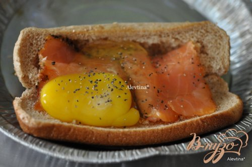 Запеченная семга с яйцом