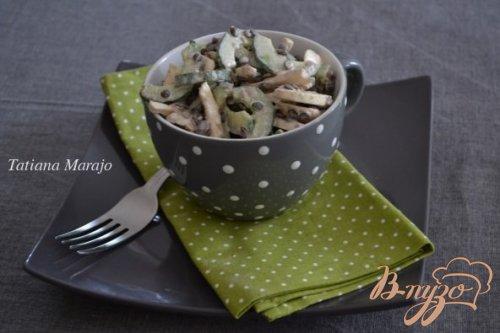 Салат из свежих шампиньонов с чечевицей