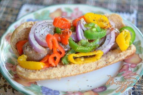 Булочки с колбаской и овощами