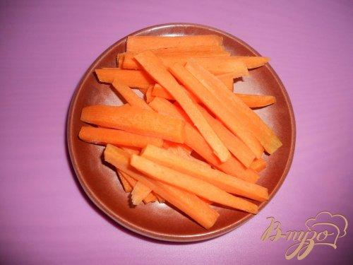Грудинка запеченная с морковью и чесноком