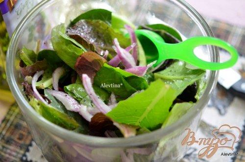 Салат с ревенем и сыром фета