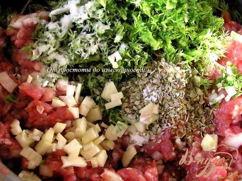 Мясные шарики с травами в томатном соусе