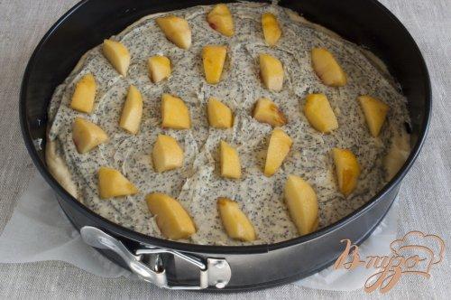 Пирог с маком и персиками