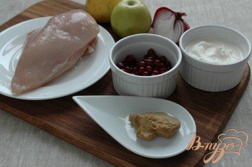 Салат с куриным филе и клюквой
