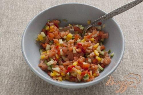 Салат с рыбой и овощами.