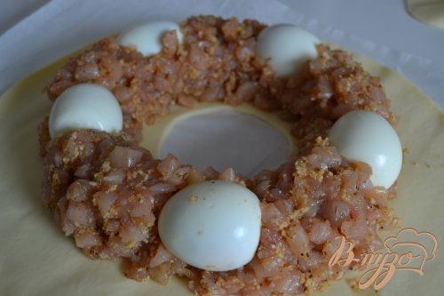 Пирог из курятины с отварным яйцом