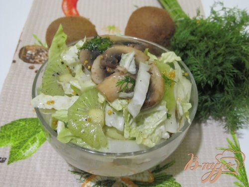 Салат из пекинской капусты и киви