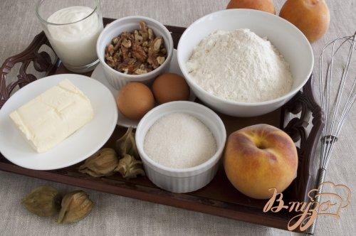 Пирог с персиками и грецкими орехами