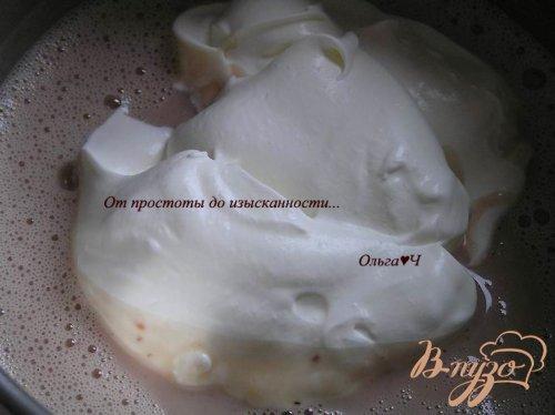 Малиново-черничное мороженое с мятным сиропом