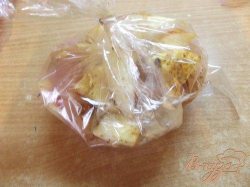 Куриное филе в рукаве с яблоками