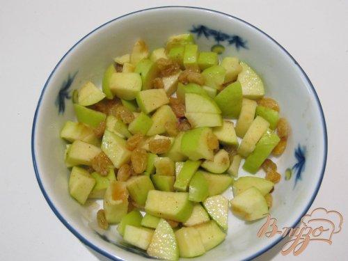 Фруктовый салат с яблоком и корицей