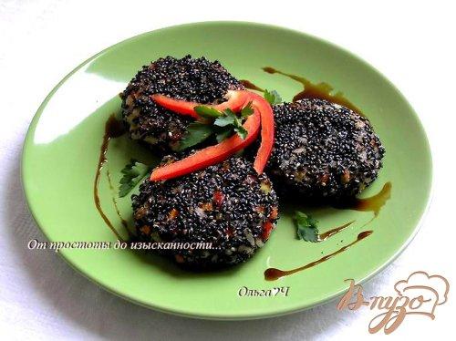 Рисовые котлетки с овощами в кунжутной панировке