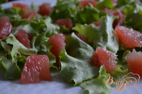 Салат со спаржей и кусочками грейпфрута