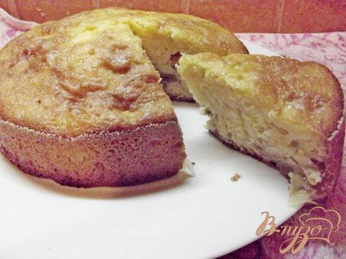 Яблочный пирог с черешней и изюмом