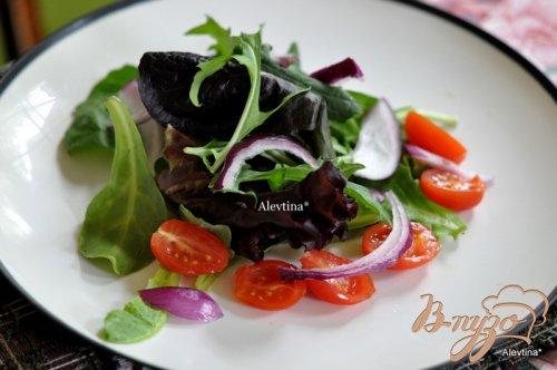 Салат с говядиной , соусом из  каперсов и петрушки