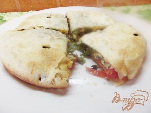 Закрытая пицца с грибами