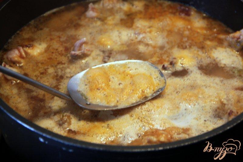 Фото приготовление рецепта: Куриный бульон от Гордона Рамзи шаг №4