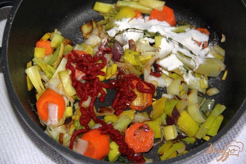 Фото приготовление рецепта: Куриный бульон от Гордона Рамзи шаг №2