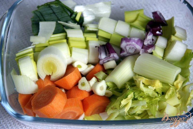 Фото приготовление рецепта: Куриный бульон от Гордона Рамзи шаг №1