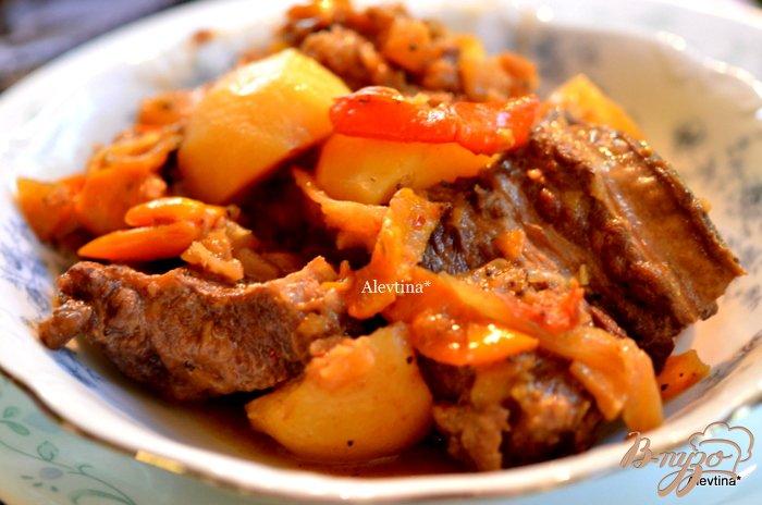 Фото приготовление рецепта: Говядина тушеная с ананасами шаг №5