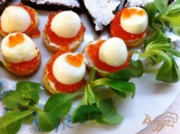 Рецепт Канапе с икрой и перепелиными яйцами