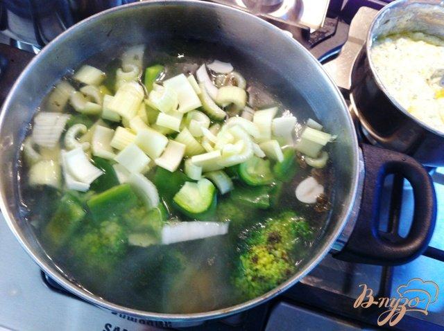 Фото приготовление рецепта: Крем суп из брокколи шаг №7