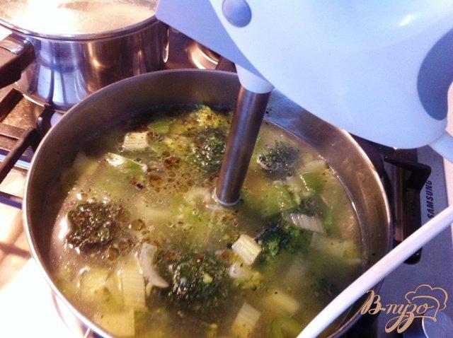 Фото приготовление рецепта: Крем суп из брокколи шаг №9