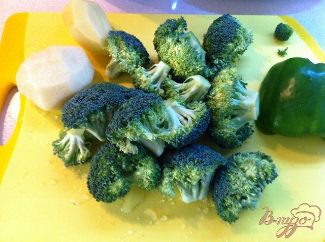 Фото приготовление рецепта: Крем суп из брокколи шаг №2
