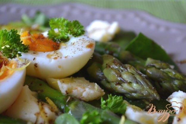 Рецепт Салат со шпинатом , зеленой спаржей и яйцом