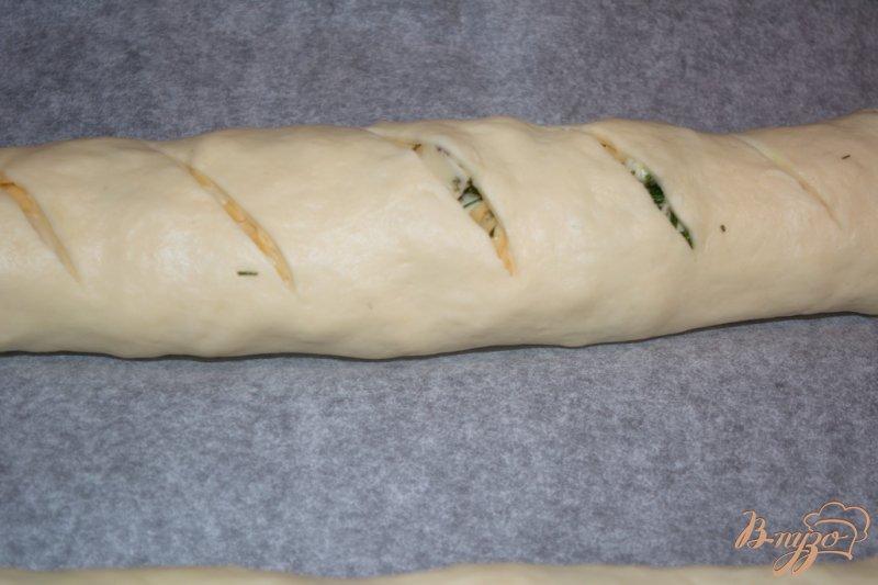 Фото приготовление рецепта: Хлебный рулет с сыром шаг №9