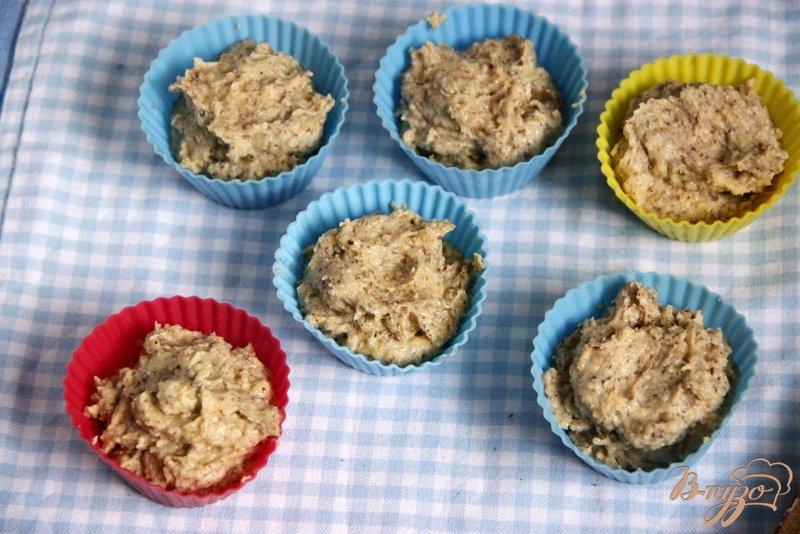 Фото приготовление рецепта: Ореховые маффины с нугой шаг №6