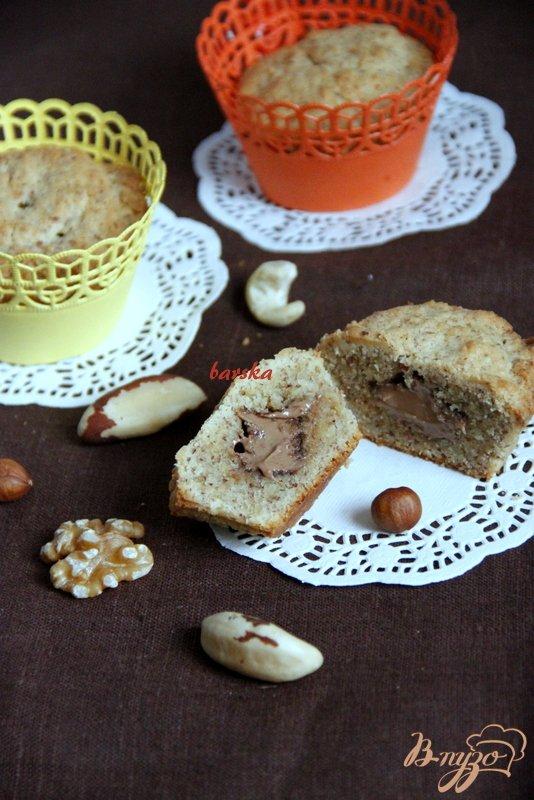 Фото приготовление рецепта: Ореховые маффины с нугой шаг №7