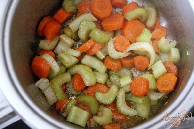 Фото приготовление рецепта: Суп с авокадо и креветками шаг №4