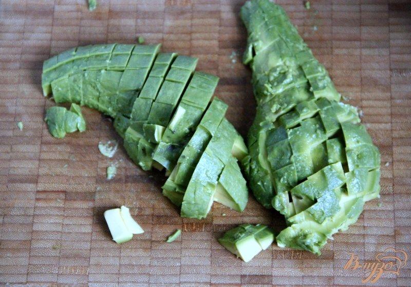 Фото приготовление рецепта: Суп с авокадо и креветками шаг №7