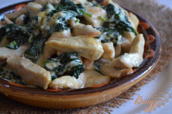 Фото приготовление рецепта: Куриные кусочки со шпинатом