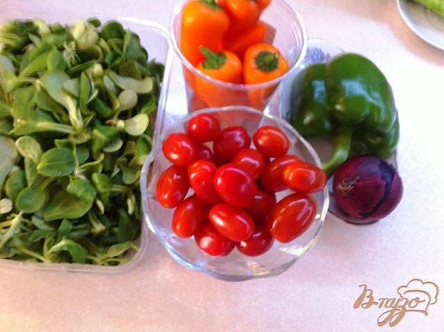 Фото приготовление рецепта: Салат овощной с кальмарами шаг №3