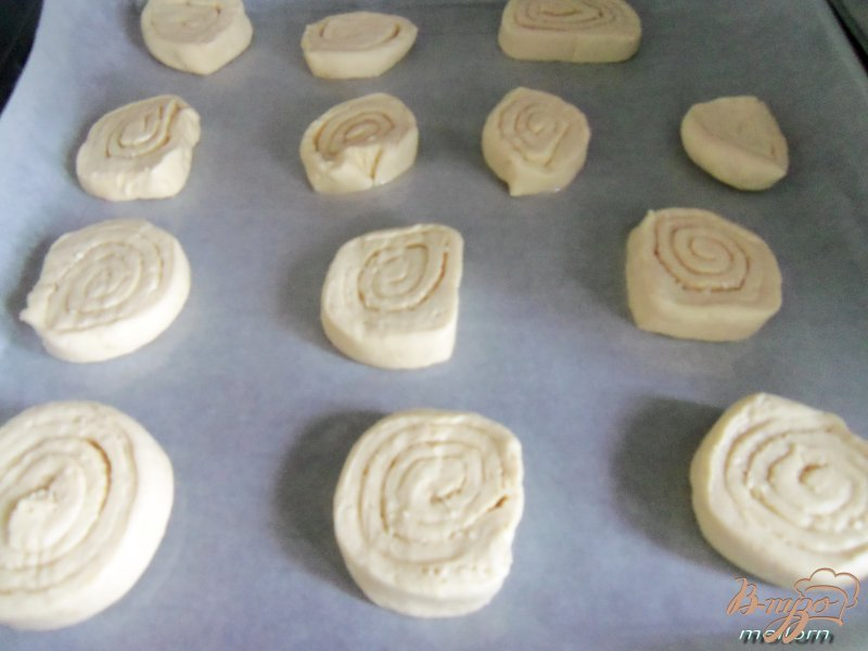 Фото приготовление рецепта: Сметанное печенье с ликером и кунжутом шаг №5