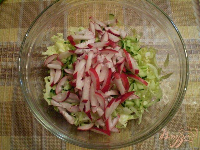 Фото приготовление рецепта: Овощной салат с яблоком и майонезом шаг №4