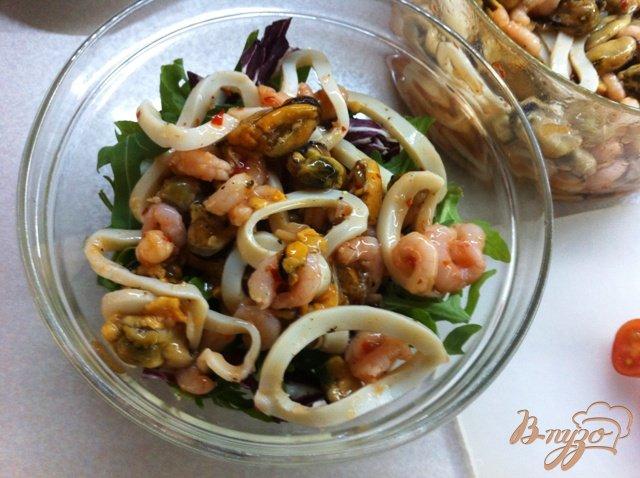 Фото приготовление рецепта: Салат с морепродуктами шаг №1