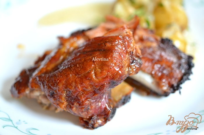Фото приготовление рецепта: Лаковые свиные ребрышки с медовой глазурью шаг №4