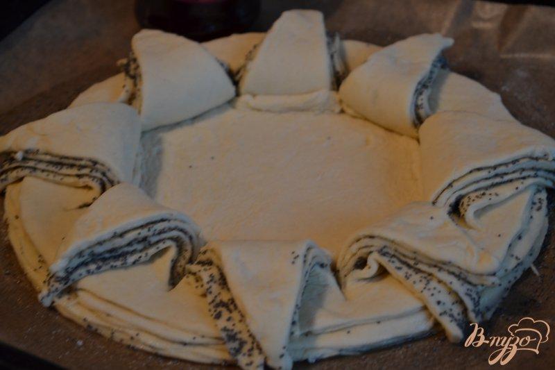 Фото приготовление рецепта: Сдобный пирог с вишневым конфитюром шаг №5